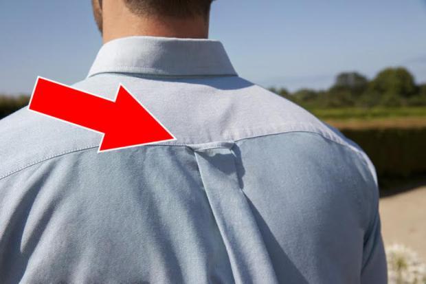 Eine kleine Schlaufe am Hemdenrücken