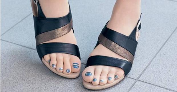 Zehen-Strumpfhosen mit integrierten lackierten Fußnägeln