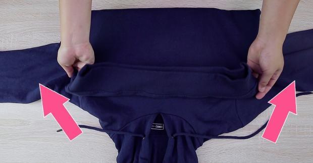 So wird ein Hoodie zur Laptop-Tasche