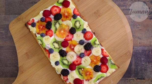 Bunte Früchte-Pizza