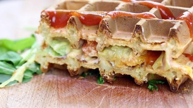 Hausgemachte Rosmarin-Waffel-Burger