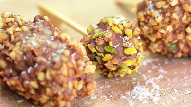 Leckere Obst-Schokoladen-Spiesschen
