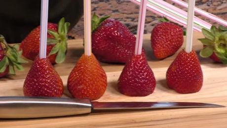 wir wetten dass sie erdbeeren noch nie richtig gegessen haben. Black Bedroom Furniture Sets. Home Design Ideas