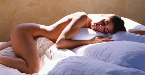 Nackt schlafen