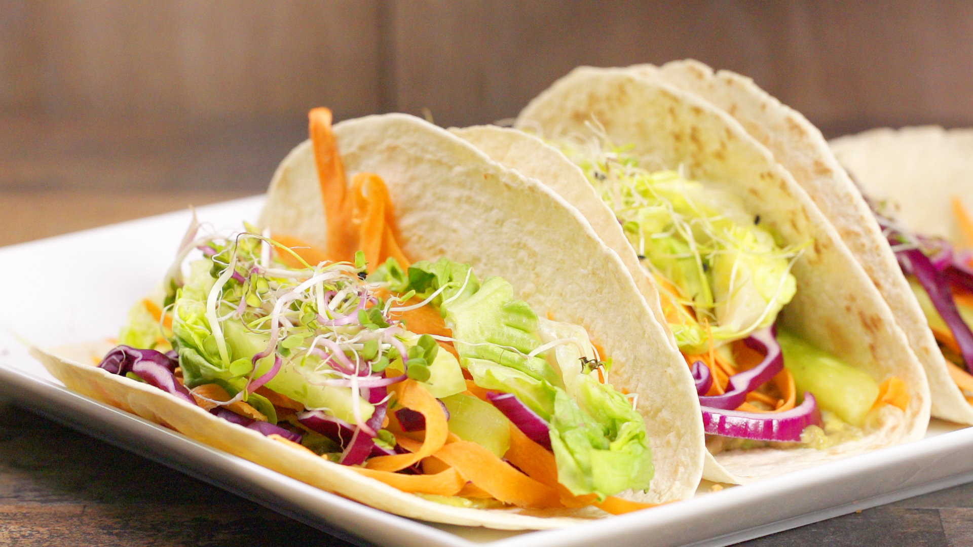 Perfekt für den Frühling: Vegetarische Tacos mit knackiger Gemüsefüllung