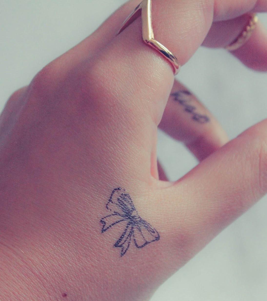Hand Tattoo 20 Kleine Und Feine Tattoo Ideen