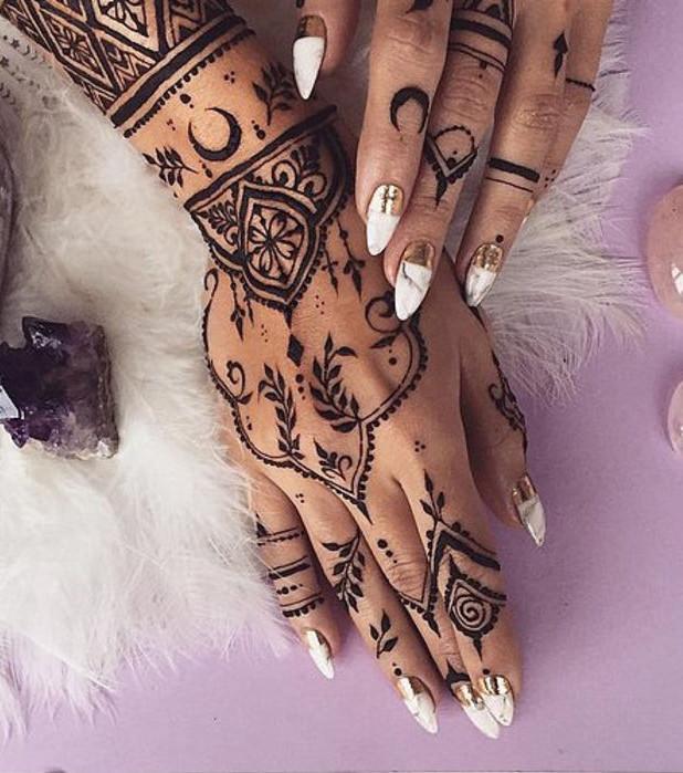 Henna Tattoo Die 20 Schönsten Tattoo Ideen Für Hand Arm Fuß Und