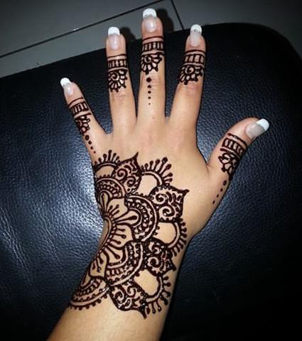 Henna Tattoo Die 20 Schonsten Tattoo Ideen Fur Hand Arm Fuss Und