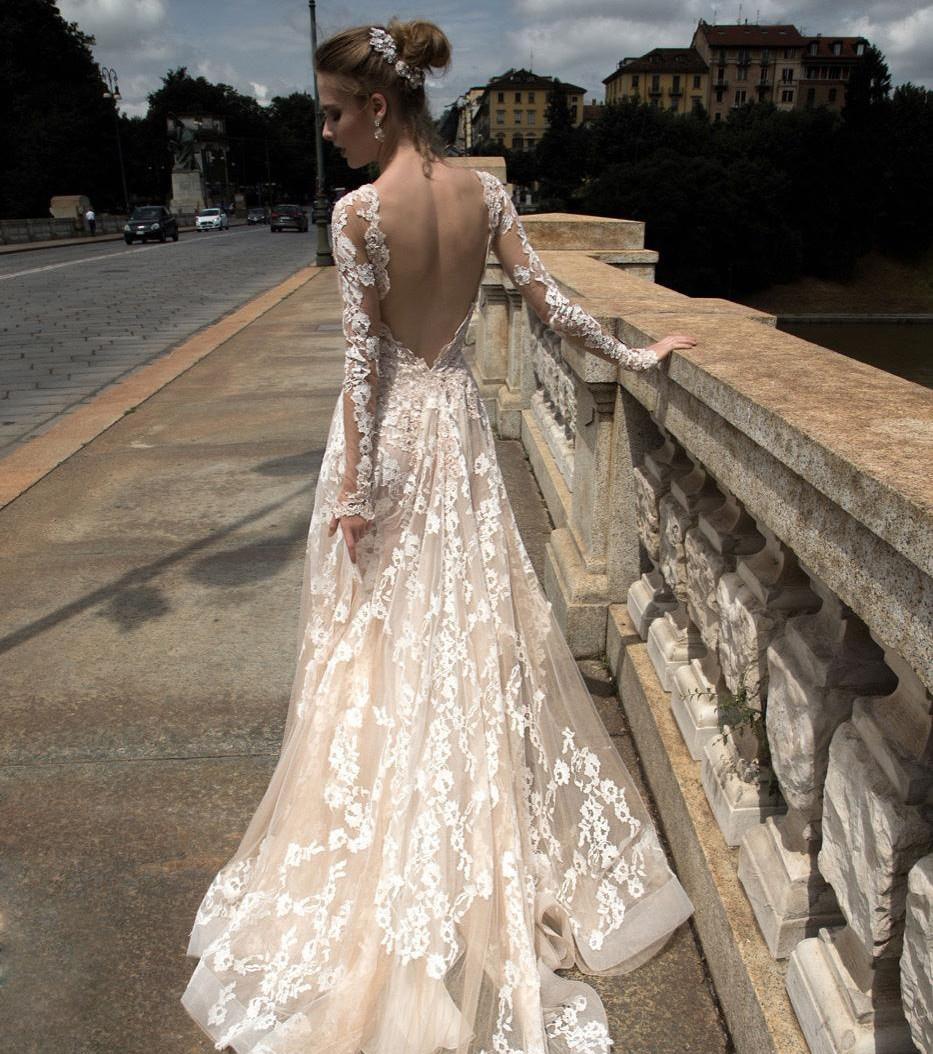 Rückenfreies Hochzeitskleid aus Spitze von Alessandra Rinaudo