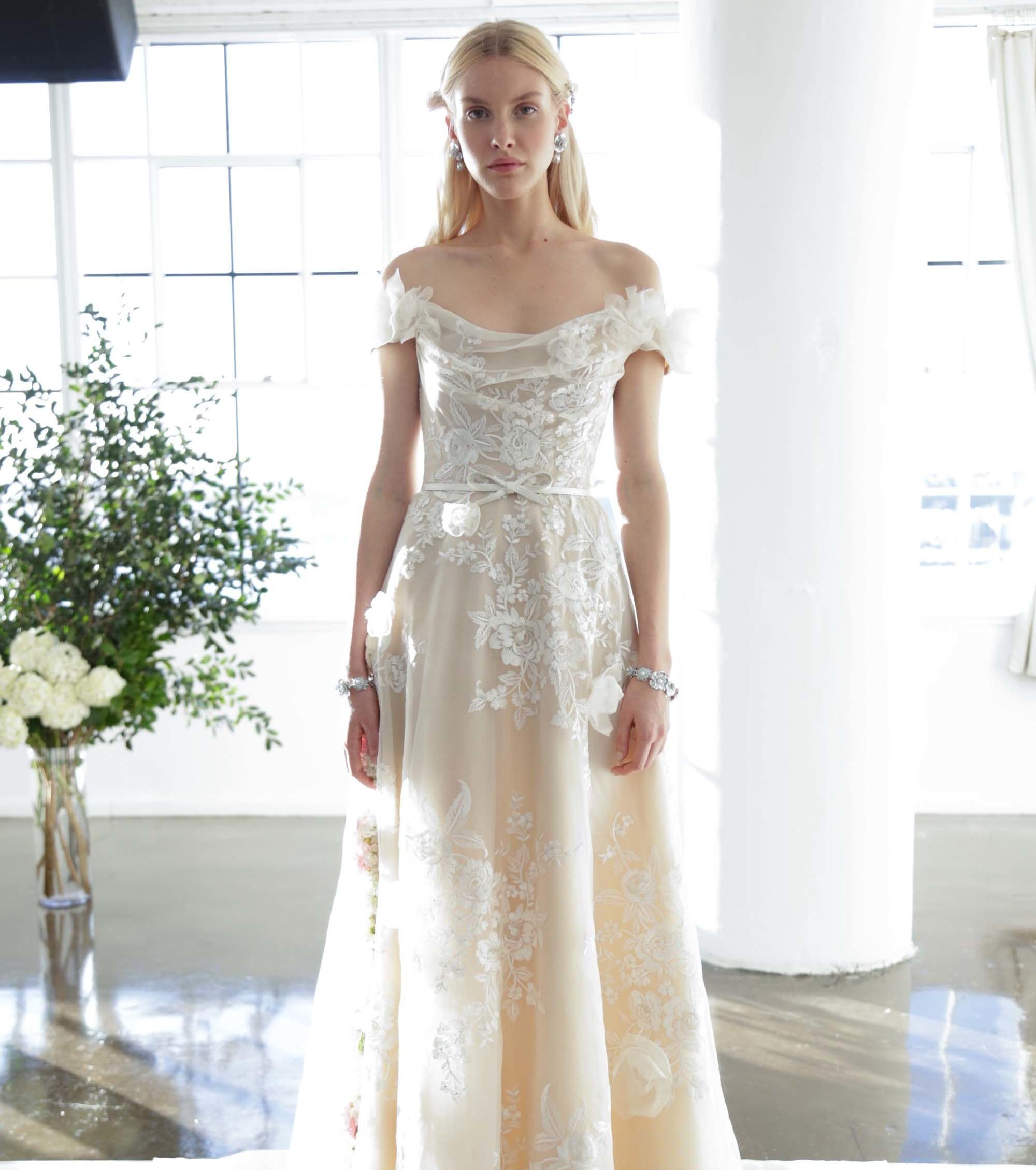 Die schönsten Hochzeitskleider in Farbe für 2017!