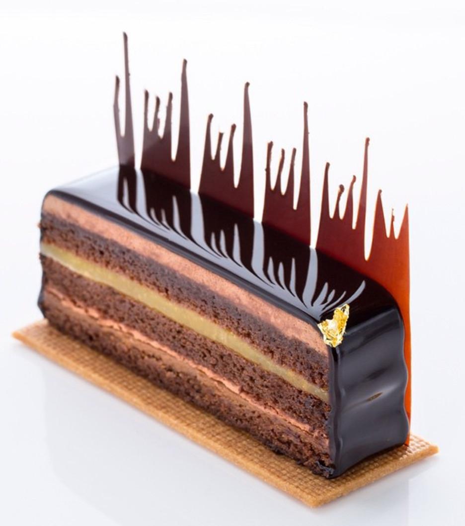 Geschmacksexplosion vom Feinsten bei dieser neuinterpretierten Torte mit dunkler Schokolade, Passionsfrucht, Ingwer und Praline