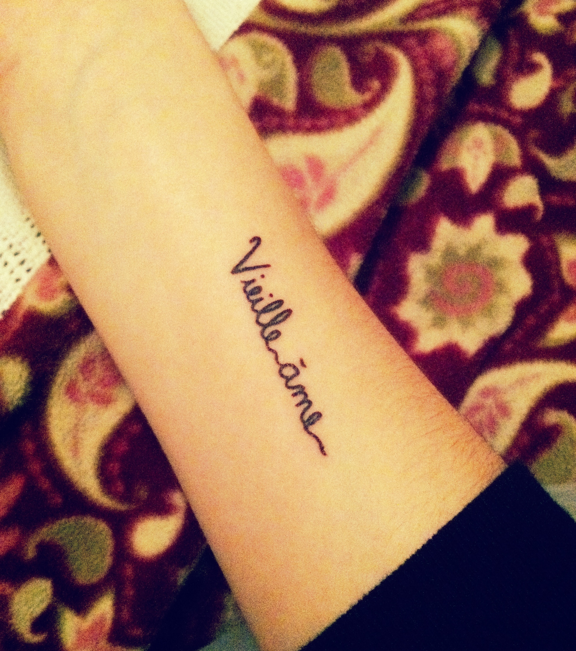 Männer unterarm tattoo schrift