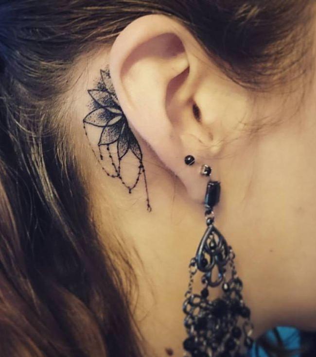Tattoo ohr frau