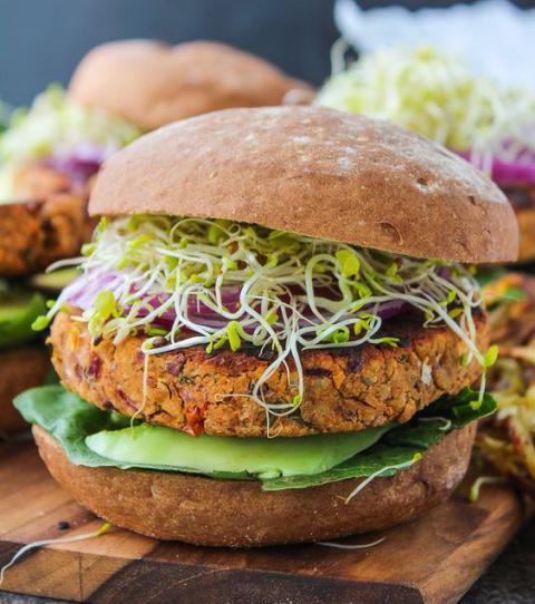 Burger mal anders: Vegane Varianten, die dir das Wasser im Mund zusammenlaufen lassen werden