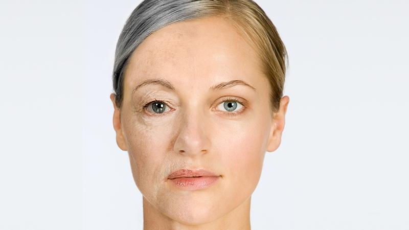 An diesen vier Körperteilen erkennt man das Alter einer Frau
