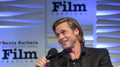 """Brexit, Harry und Meghan: In seiner Rede bei den """"BAFTA Awards"""" lässt Brad Pitt nichts aus"""
