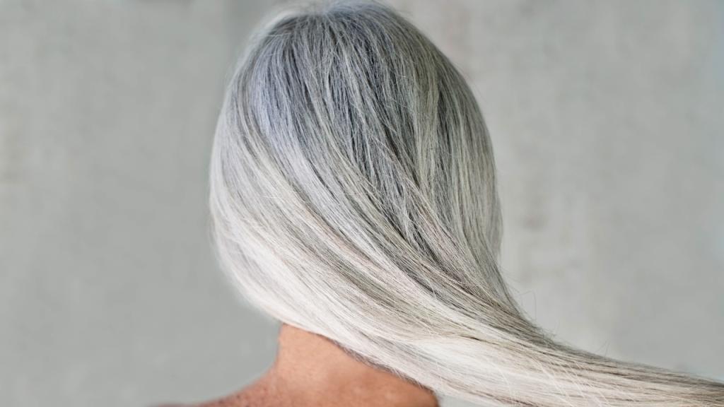 Diese Lebensmittel helfen, dass du keine vorzeitig grauen Haare bekommst
