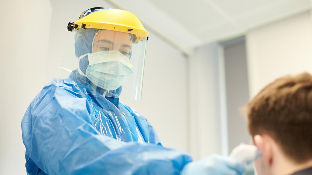 Wundgerieben vom Mundschutz: Italienische Krankenschwestern teilen wichtige Botschaft