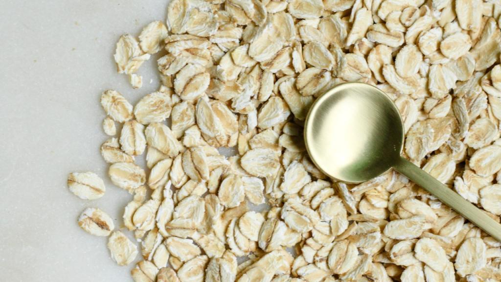 Badezusatz Haferflocken: Diese Vorteile hat das Getreide für deine Gesundheit