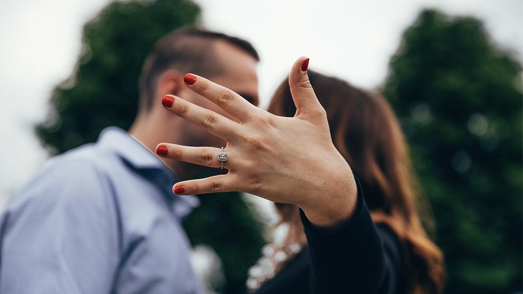 Dornröschen-Heiratsantrag: Diesem Mann gelingt die perfekte Überraschung mit einem Film! (VIDEO)