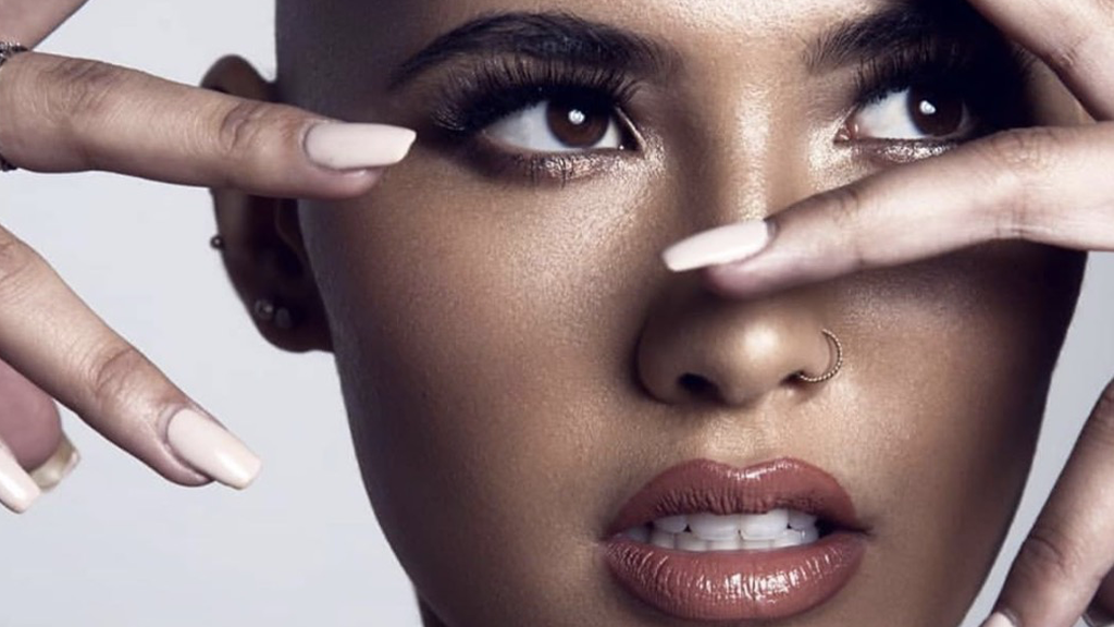 Sexy Glatze: So steht diese 20-Jährige über weiblichen Schönheitsidealen