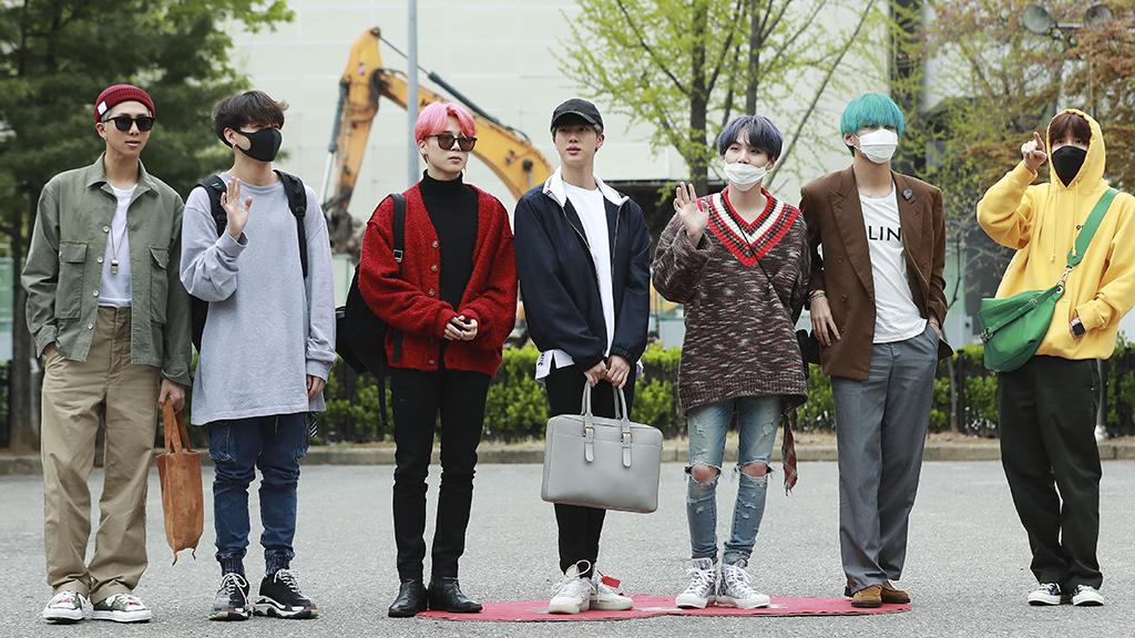 BTS-Mitglied geht drastischen Beauty-Schritt: Jetzt ist der Sänger fast nicht wiederzuerkennen