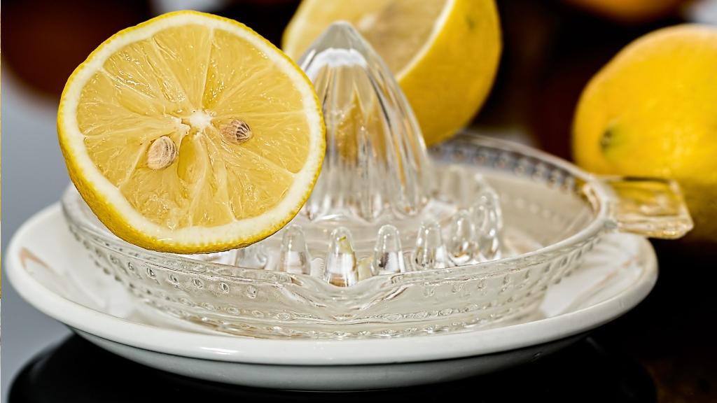 Diät: Hilft Zitronensaft auf nüchternen Magen wirklich beim Abnehmen?