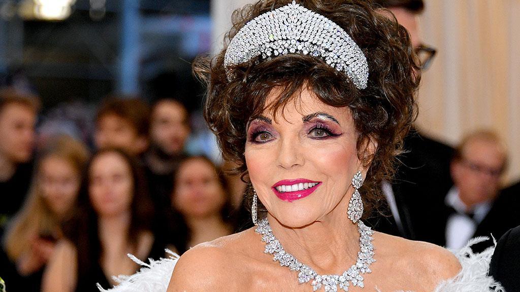 Glamour Forever: Joan Collins beweist in neuer Valentino-Kampagne, dass sie noch lange nicht zum alten Eisen gehört
