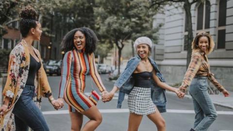 Astrologie: Darum sind Jungfrauen die besten Freunde!