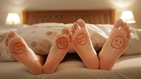 Jeder kann das tun: Beziehungsexpertin verrät, wie man besser im Bett wird