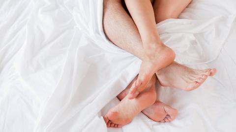 Mehr Spaß im Bett: So gelangt ihr gleichzeitig zum Höhepunkt