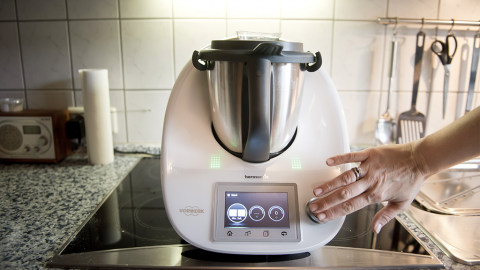 Beim Kochen mit dem Thermomix bekommt eine Kundin den Schreck ihres Lebens