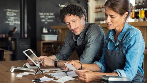 Gender Pay Gap: Studie zeigt, wie das traditionelle Rollenbild den Lohnunterschied bei Paaren beeinflusst