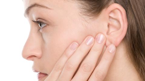 Wäscheklammer am Ohr: So kannst du ganz einfach Schmerzen lindern