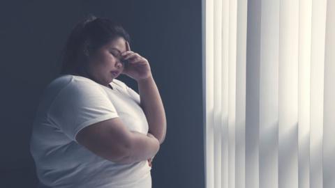 Junge Mutter ist depressiv und übergewichtig, dann heilt sie ein einziges Lebensmittel