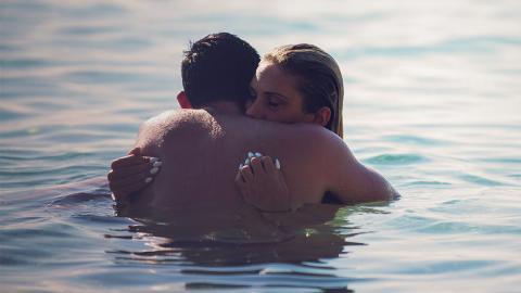 Gesundheit: Deshalb solltet ihr auf den Liebesakt im Wasser verzichten