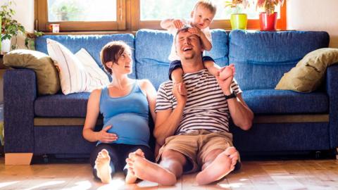 Nochmal schwanger nach 3 Jungs: Dann erwartet die Eltern eine große Überraschung