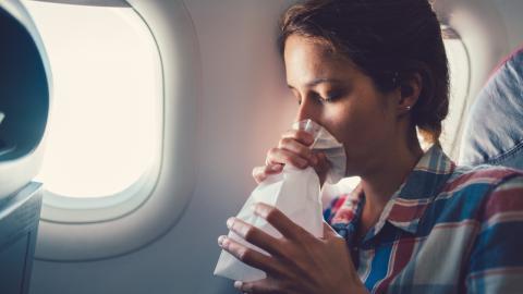 Geburt im Flugzeug: Polizei drückt bei 18-jähriger Mutter ein Auge zu