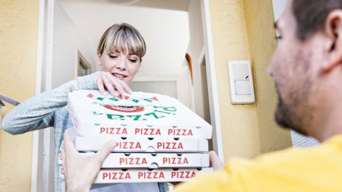 Covid-19 auf der Pizza? So sicher sind Essenslieferungen zurzeit wirklich