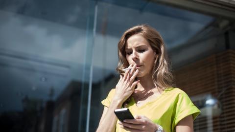Zigarette am frühen Morgen: Das richtet sie mit dem Körper an