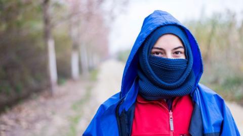 Coronavirus: Deshalb solltet ihr euren Mund nicht mit einem Schal bedecken