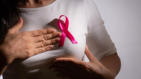 Brustkrebs: Diese 5 Symptome sollten eure Alarmglocken schrillen lassen!