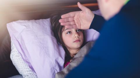 Mädchen wird beschuldigt, seine Symptome vorzutäuschen: Die Diagnose ist erschütternd