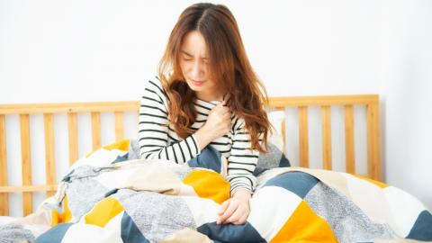 Medizinisch anerkannt: Frauen leiden regelmäßig an Schmerzen, die so heftig sind wie ein Herzinfarkt