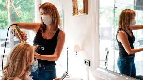 Covid-19: Dieser Friseur-Service darf während der Pandemie nicht mehr angeboten werden