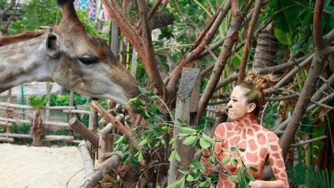 Giraffenfrau legt Halsringe ab: So sieht sie jetzt aus