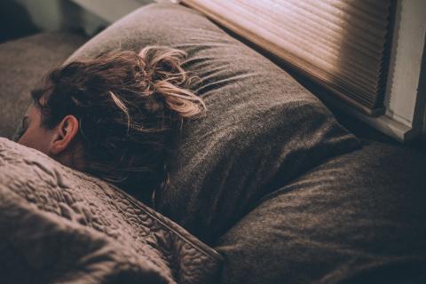 Weniger als 7 Stunden Schlaf: Das sind die Risiken für deine Gesundheit