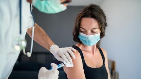 Was jede Frau zur Corona-Impfung wissen sollte