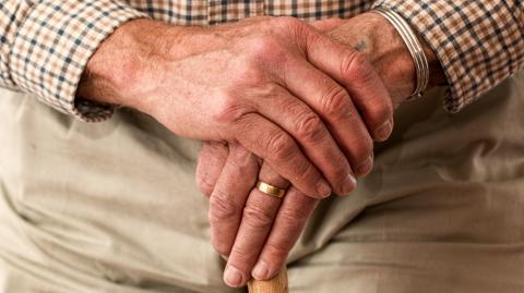 Altenheimbewohner bekommen zweite Impfdosis – und infizieren sich mit britischer Coronavariante