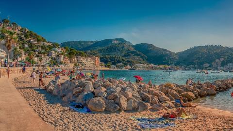 Impfungen für Malle-Urlauber: Spanien beginnt mit Tourismus-Planung